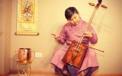 Монгол хүү АНУ-ын алдартай инээдмийн шоуны жүжигчин болжээ