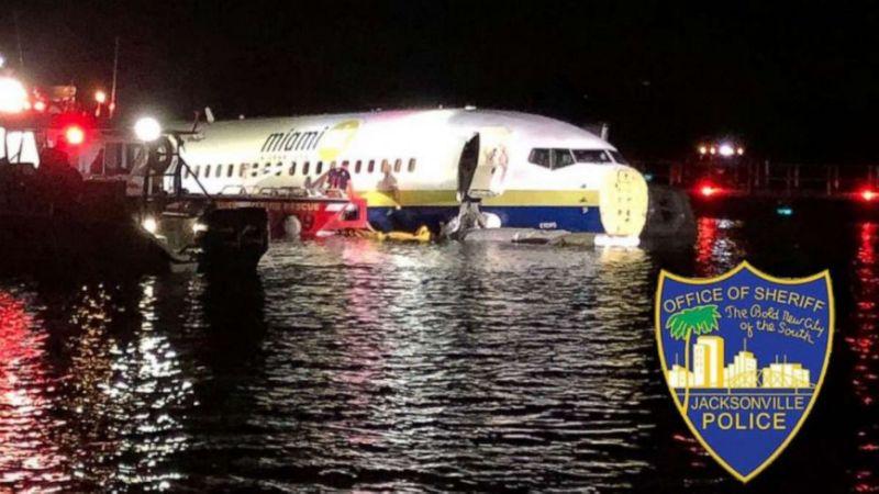 """""""Boeing 737"""" нисэх онгоц осолдож, 21 хүн гэмтжээ"""