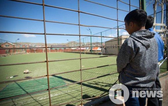 Хөлбөмбөгчин хүүгийн дурсгалыг хүндэтгэж талбайг шинэчлэхээр болжээ