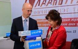 Улаанбурханы 577 мянган тун вакцин хүлээлгэн өглөө