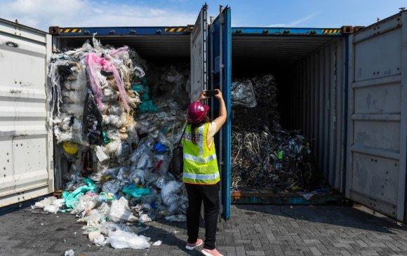 Малайз улс 450 тонн хог хаягдлыг АНУ тэргүүтэй улсууд руу нь буцаана
