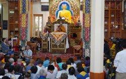 Оросын буддистуудэд Далай лам Бурхны баримал бэлэглэв