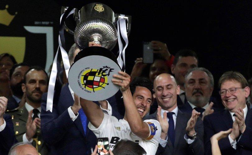 Валенсиа клуб 11 жилийн дараа цом хүртэв
