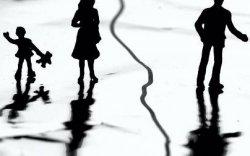 Хүүхдүүд гэр бүл салалтын хохирогч болж байгааг шүүмжиллээ