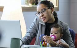 Ээж нь ажил хийдэг хүүхдүүд ирээдүйд илүү амжилт гаргадаг