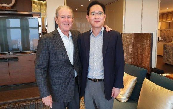 Жорж В.Буш, И Жэ Ён нар Сөүлд уулзав