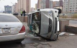 """""""Сити""""их сургуулийн орчимд гурван машин мөргөлджээ"""