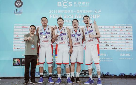 Монголын эрэгтэй баг мөнгөн медаль хүртлээ