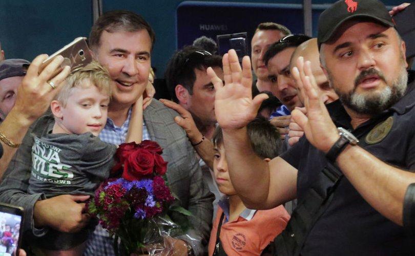 Зеленскийн ачаар Украинд эргэж ирсэн Саакашвили анхны мэдэгдлээ хийв