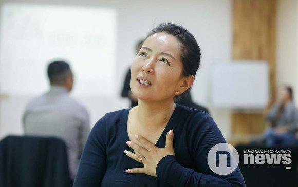 """""""Сонсголгүй иргэдэд шинэ ирээдүй, амьдрал бэлэглэж байгаадаа их баярладаг"""""""