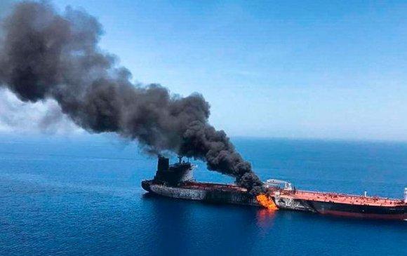 Нефть тээвэрлэгч хөлөг онгоц халдлагад өртөж, газрын тосны үнэ огцом өсөв