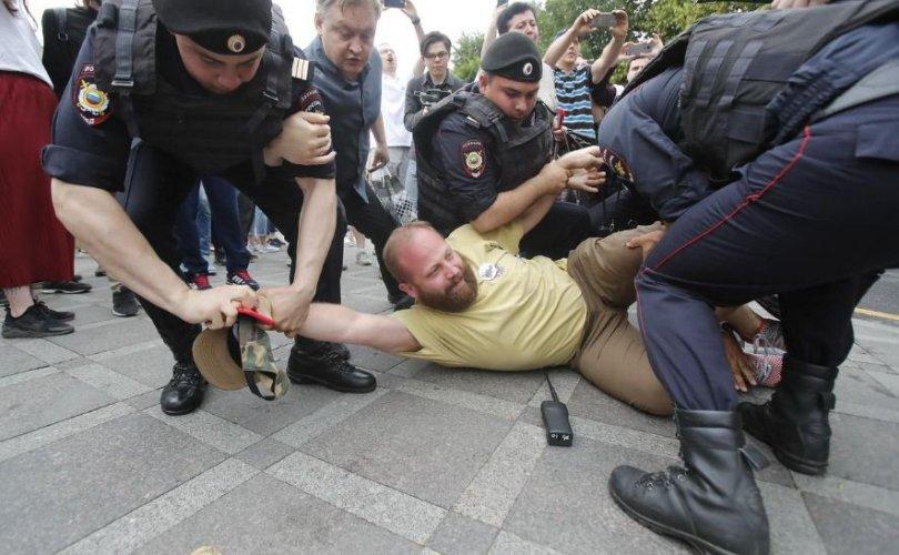 Москвад 500 гаруй хүнийг баривчлав