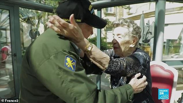 Америк цэрэг 75 жилийн дараа хайрттайгаа дахин уулзжээ