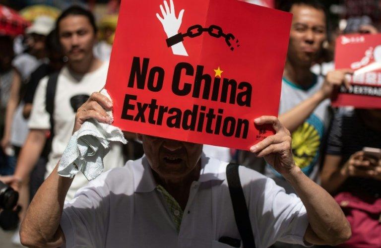 Хонгконгчуудын эсэргүүцэл: Хятад савраа тат