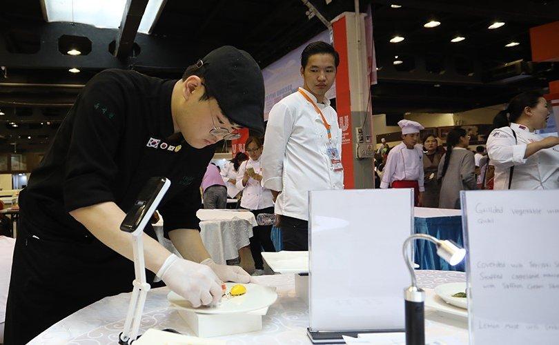 Олон улсын тогооч нар ур чадвараараа өрсөлдөж байна