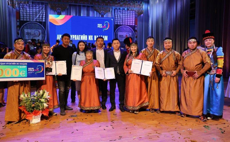 """""""Азийн ардын урлагийн их наадам""""-ын Гран приг Дорнод аймгийн театрынхан хүртжээ"""