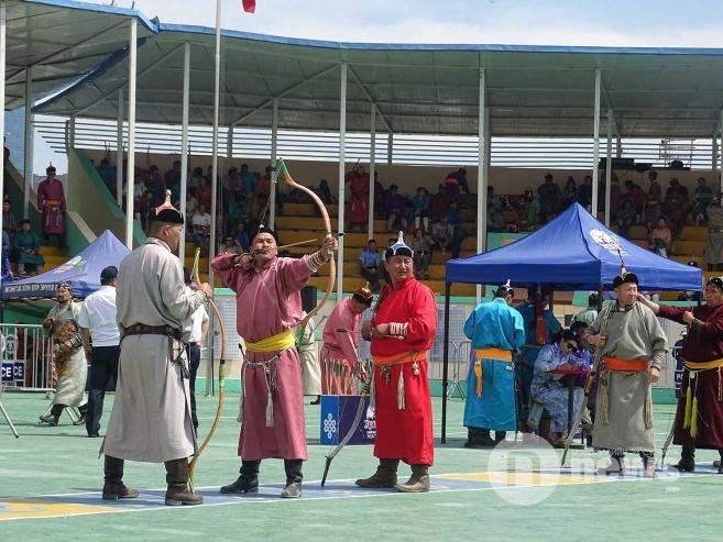 Монгол наадам урианхай сурын харваагаар эхэллээ