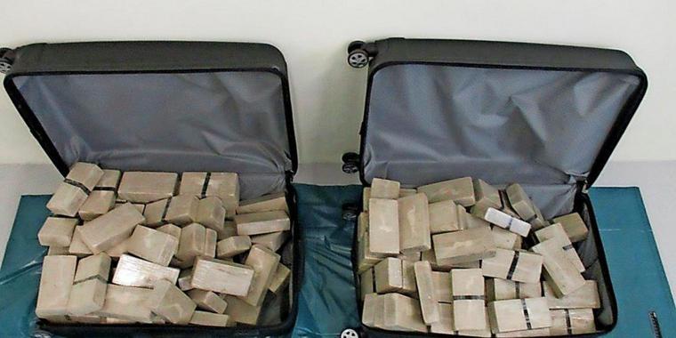 Монголын хоёр дипломатч 70 кг хар тамхи тээвэрлээд саатуулагджээ