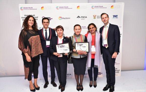 """Монгол Улс Олон улсын санхүүгийн боловсролын """"Шилдэг түншлэл-2019"""" шагнал хүртлээ"""