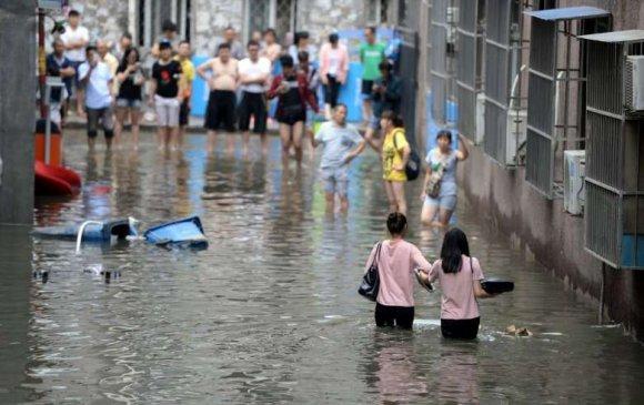 Хятадад үерийн улмаас 61 хүн амиа алджээ