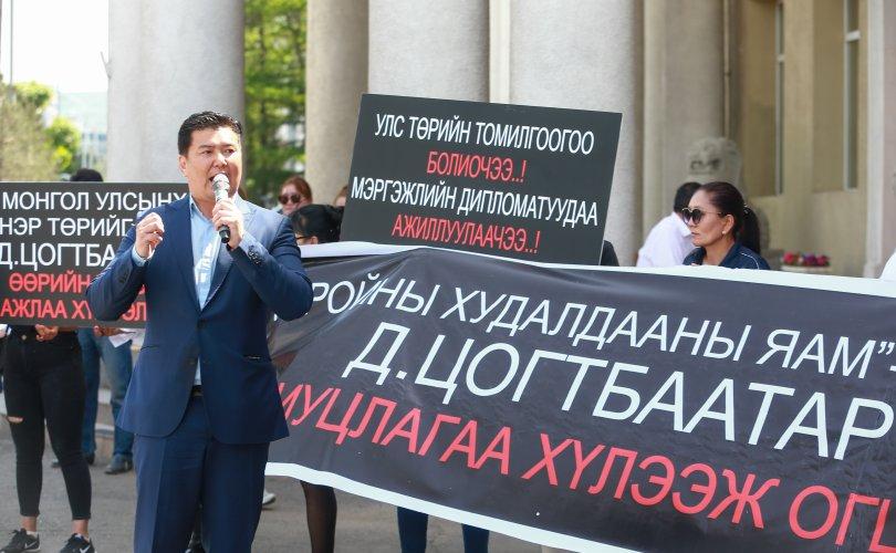 О.Чулуунбилэг: Монголын гадаад харилцааг Д.Цогтбаатараас аврах шаардлагатай