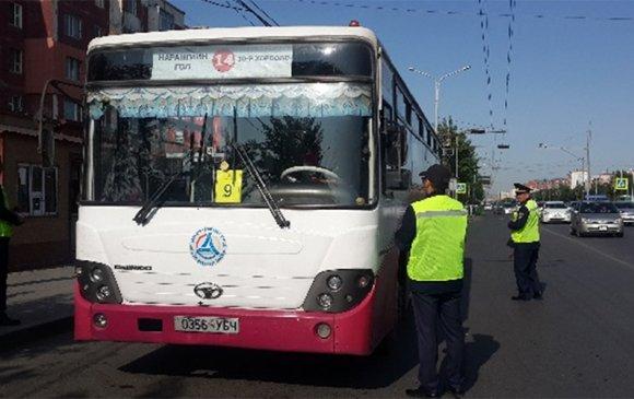 Автотээврийн хяналтын улсын байцаагч нар автобусны зогсоолуудад ажиллаж байна