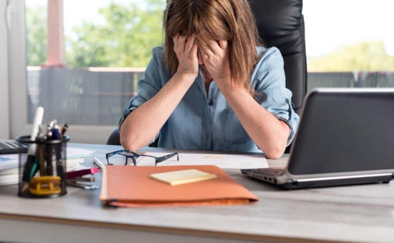 """ДЭМБ-аас """"Ажлын байрны стресс""""-ийг өвчин хэмээн бүртгэжээ"""
