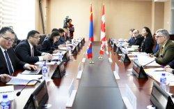"""Монгол, Канадын """"Дугуй ширээний уулзалт""""-ын VIII хуралдаан боллоо"""