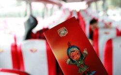 Залуус автобустай аялал хийнэ