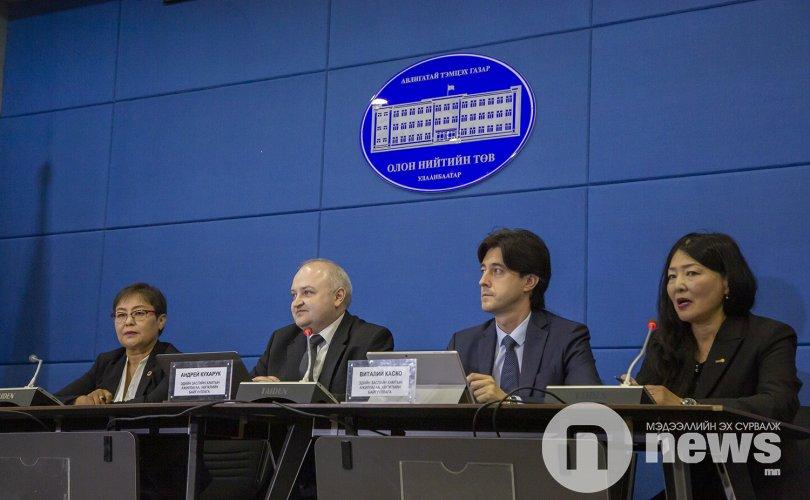 Андрей Кухарук: Монгол Улсад өндөр түвшний авлига газар авчээ