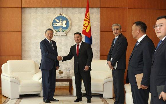 Х.Баттулга БНСВУ-ын Нийгмийн аюулгүй байдлын сайд То Ламыг хүлээн авч уулзав