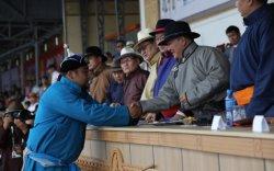Ерөнхийлөгчийн зарлигаар Монгол Улсын начин, харцага цол олголоо