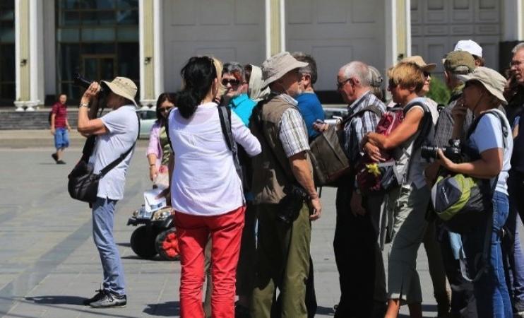 """Жуулчид ирэх цагаар """"үүдээ хаадаг"""" үйлчилгээнийхэн"""