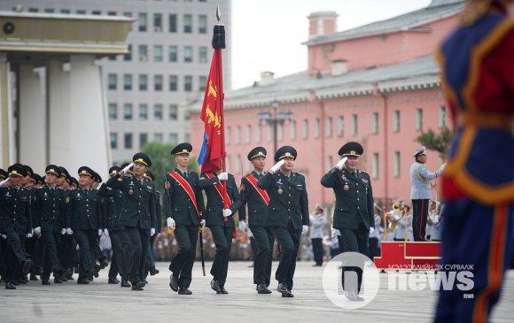 Төрийн далбааны өдөр: Цэргийн ёслолын жагсаал боллоо