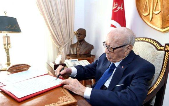 Тунисын Ерөнхийлөгч эмнэлэгт хүргэгджээ