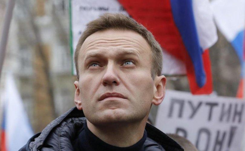 Шоронгоос эмнэлэгт хүргэгдсэн Алексей Навальныйг хордуулсан уу?