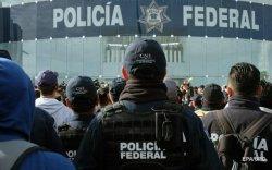 Мексикийн цагдаа нар ажил хаяж, зам хаажээ