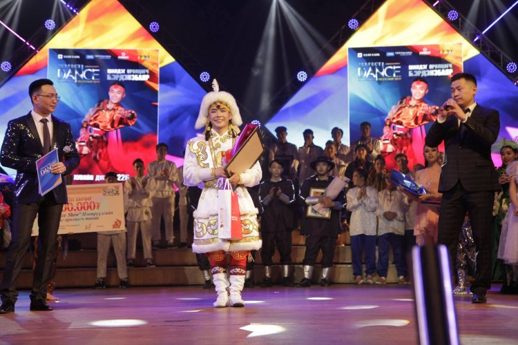 Монгол бүжигчин Олон улсын Гоцлол бүжигчдийн XVI уралдаанд тэргүүлжээ |  Урлаг.мн