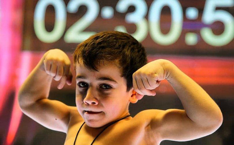 Зургаан настай Чечень хүү дэлхийд алдаршив