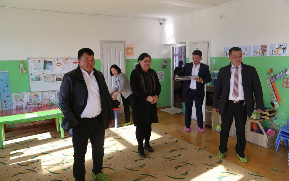 Хан-Уул дүүргийн 14 дүгээр хорооны сургууль, цэцэрлэгтэй танилцлаа