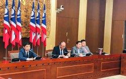 АН: Үндсэн хуулийн өөрчлөлтийн хэлэлцүүлгийг хойшлуулахыг шаардав