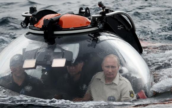 Путиныг далайд шумбаж байх хооронд Москвад 1000 гаруй хүн баривчлагдав
