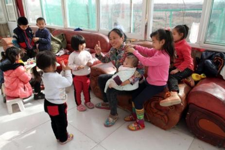 Love-mother-chinese-463x308 Нийт 118 хүүхэд үрчилж авсан хятад эмэгтэйд 20 жилийн ял оноов