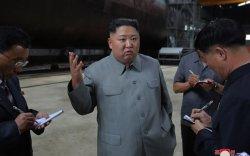 Ким Жон Ун БНАСАУ-д бүтээсэн шинэ шумбагч онгоцыг шалгав
