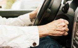 БНСУ-д 10 мянган өндөр настан жолооны эрхээсээ татгалзжээ