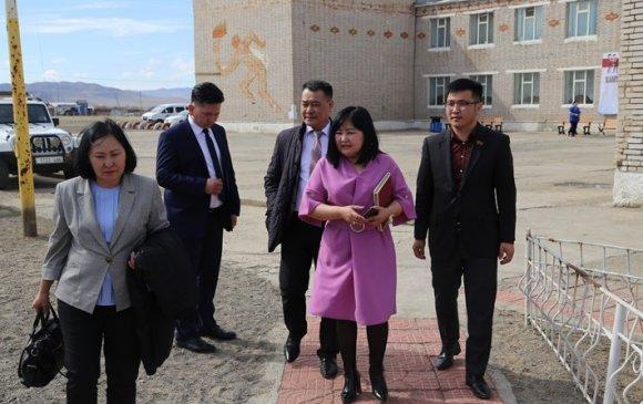 Хан-Уул дүүргийн 13 дугаар хорооны сургууль, цэцэрлэгтэй танилцлаа