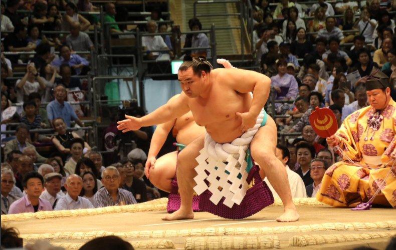 Нагоя башёг Какүрюү, Хакүхо нар тэргүүлж байна