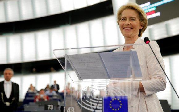 Урсула Европын комиссын анхны эмэгтэй тэргүүнээр сонгогдов
