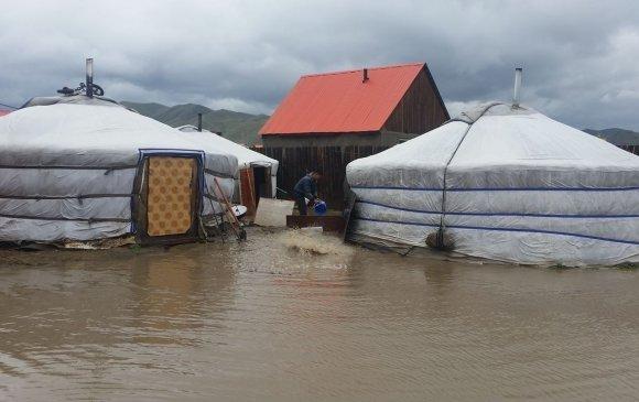 Даншигт явсан айлуудын гэр үерийн усанд автаж урсжээ