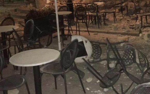 Афинд газар хөдөлсний улмаас барилгууд нуржээ